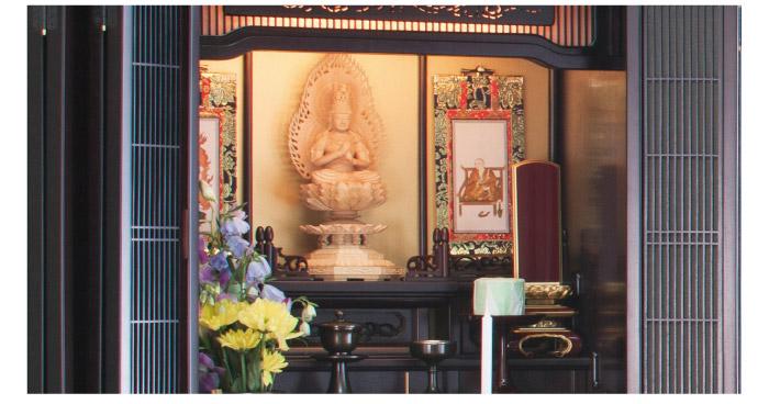 位牌を仏壇に飾る