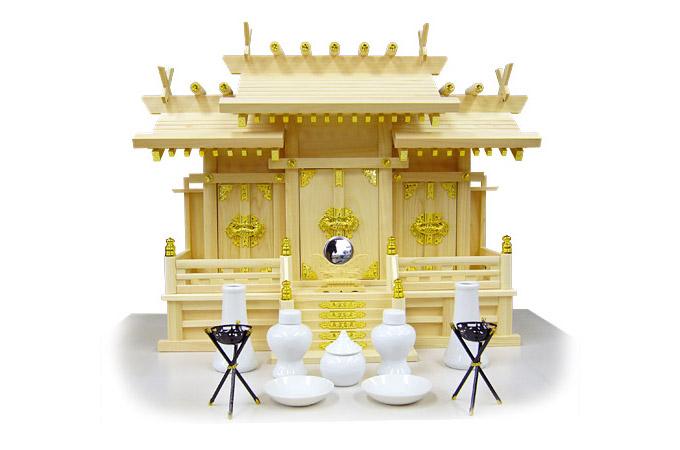 一般的な、金具を使用している神棚の例
